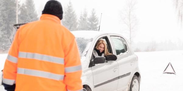 Warnweste für die Fahrt in den Skiurlaub mit dem Auto